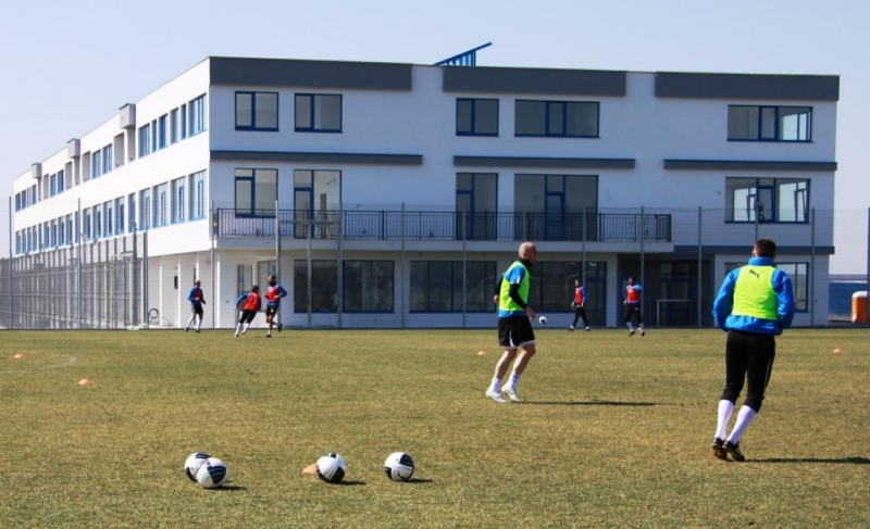 Спортен комплекс Гнездо на акули към ф-к Черноморец - гр.Бургас